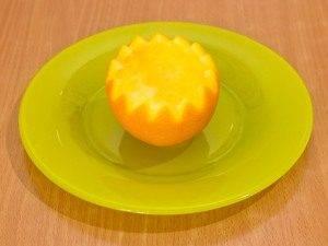 Салат с куриным филе и огурцами в апельсине - 2