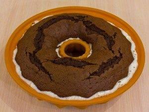 Шоколадный кекс с творожным кремом - 4