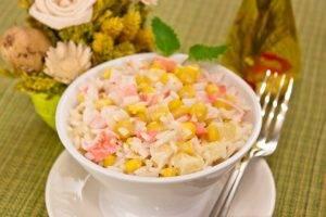 Салат с кукурузой, рисом, крабовыми палочками и ананасом - 4