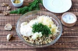 Куриный рулет с сыром и грецкими орехами - 5