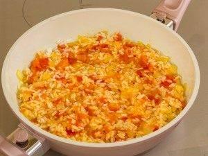 Кальмары с рисом и помидорами - 1