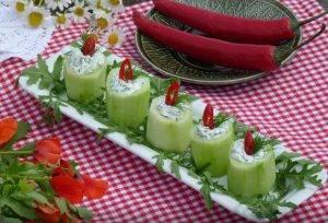 Закусочные фаршированные огурцы «Свечи» - 3