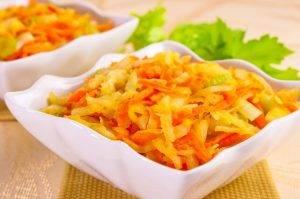 Салат с кольраби, сельдереем, яблоком и морковью - 5