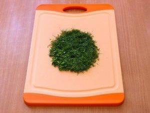 Салат с печенью, маринованными огурцами и сыром - 4