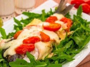 Дорада, жаренная с помидорами и моцареллой - 4