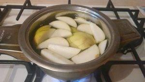 Пряный яблочный компот с гвоздикой и корицей - 1