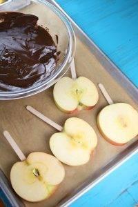 Карамельные яблочки с шоколадом и орехами - 1