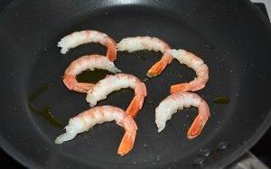 Суп-пюре из лука-порея с креветками - 3
