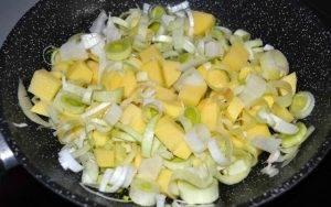 Суп-пюре из лука-порея с креветками - 1