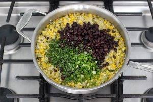 Черная фасоль с рисом и цукини - 1