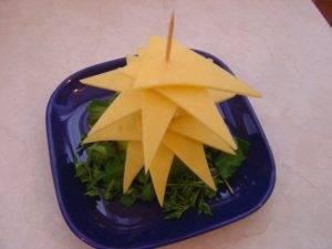 Новогодняя ёлка из сыра - 3