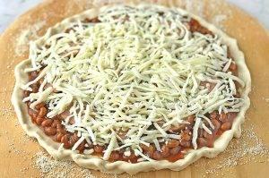 Пицца из фасоли с копченой колбасой - 0