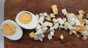 Весенний салат с черемшой и яйцом - 1