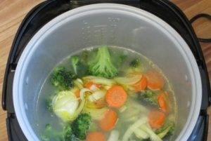 Суп-пюре из брокколи с белой фасолью - 1