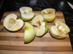 Шарлотка с яблоками и смородиной - 5