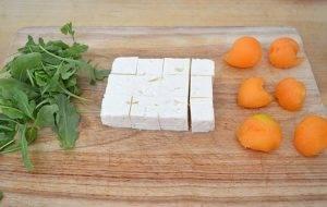 Канапе с сыром Фета, дыней и рукколой - 1