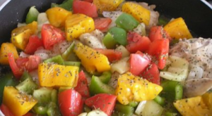 Курица, тушенная с овощами, в белом вине - 1