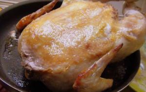 Румяная, запеченная целиком курица без натирок и маринования - 0