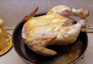 Румяная, запеченная целиком курица без натирок и маринования - 1