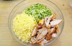 Слоеный пирог с курицей, сыром и цукини - 2
