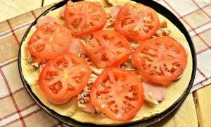 Пицца с сосисками и курицей - 1