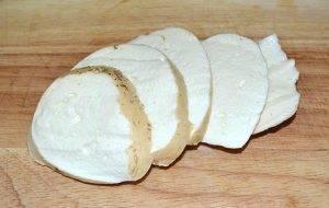Сыр Проволоне в панировочных сухарях с рукколой в духовке - 0