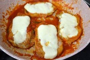 Телятина в томатном соусе с сыром Проволоне - 1