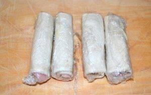 Жареные рулетики из сэндвич-хлеба с сыром и ветчиной - 1