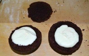 Шоколадные шарики с глазурью и сливочным кремом - 2