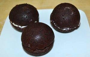 Шоколадные шарики с глазурью и сливочным кремом - 3
