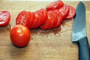 Закуска с кедровыми орешками на помидорах - 0