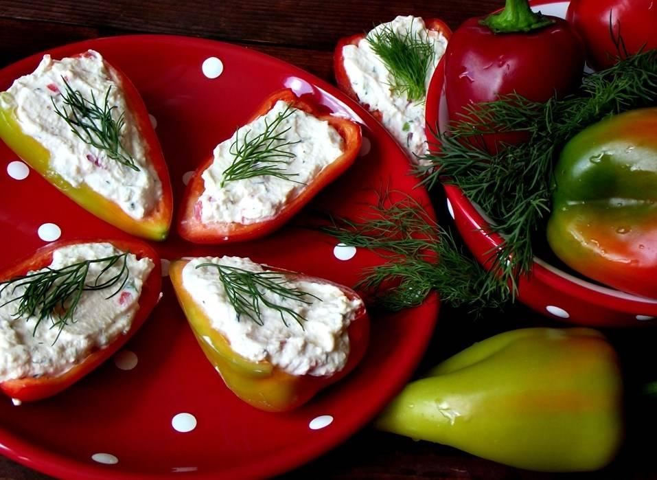 Перец фаршированный сливочным сыром