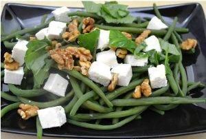 Салат из стручковой фасоли с сыром Фета и грецкими орехами - 1