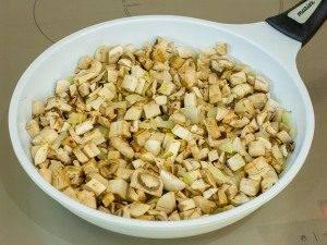 Котлеты, запеченные в духовке под грибным соусом - 3