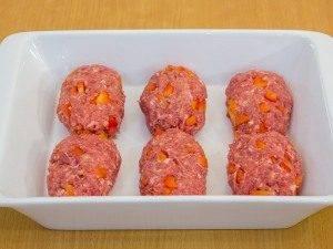 Котлеты, запеченные в духовке под грибным соусом - 1
