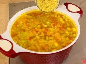 Суп с овощами, макаронами и куриным филе - 7