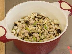 Суп с грибами, куриным филе и сливками - 1