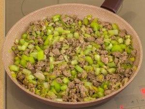 Соус из фарша с фасолью и сельдереем - 3