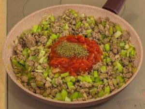 Соус из фарша с фасолью и сельдереем - 5