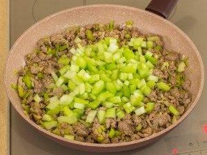 Соус из фарша с фасолью и сельдереем - 2
