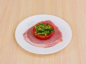 Свинина с помидорами и луком - 1