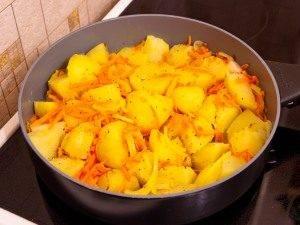 Картофель, обжаренный с луком и морковью - 4