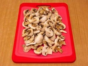Курица, тушенная с грибами и сметаной - 2