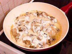 Курица, тушенная с грибами и сметаной - 4