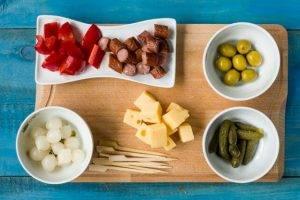 Канапе с колбасой, сыром и грибами - 0