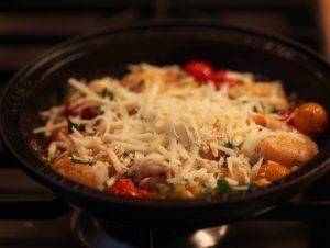 Креветки с овощами и сыром по-турецки - 1