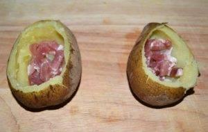 Запеченный фаршированный картофель с беконом и сыром - 1