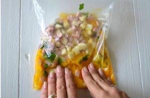 Омлет в мешочке с сыром и ветчиной - 1