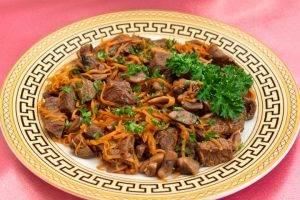 Мясо, жаренное с грибами и морковью - 7