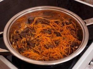 Мясо, жаренное с грибами и морковью - 6